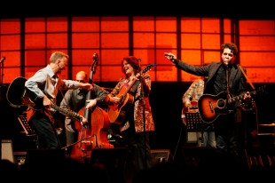Billy Bragg, Rosanne Cash and Joe Henry Set to Collaborate on New Album